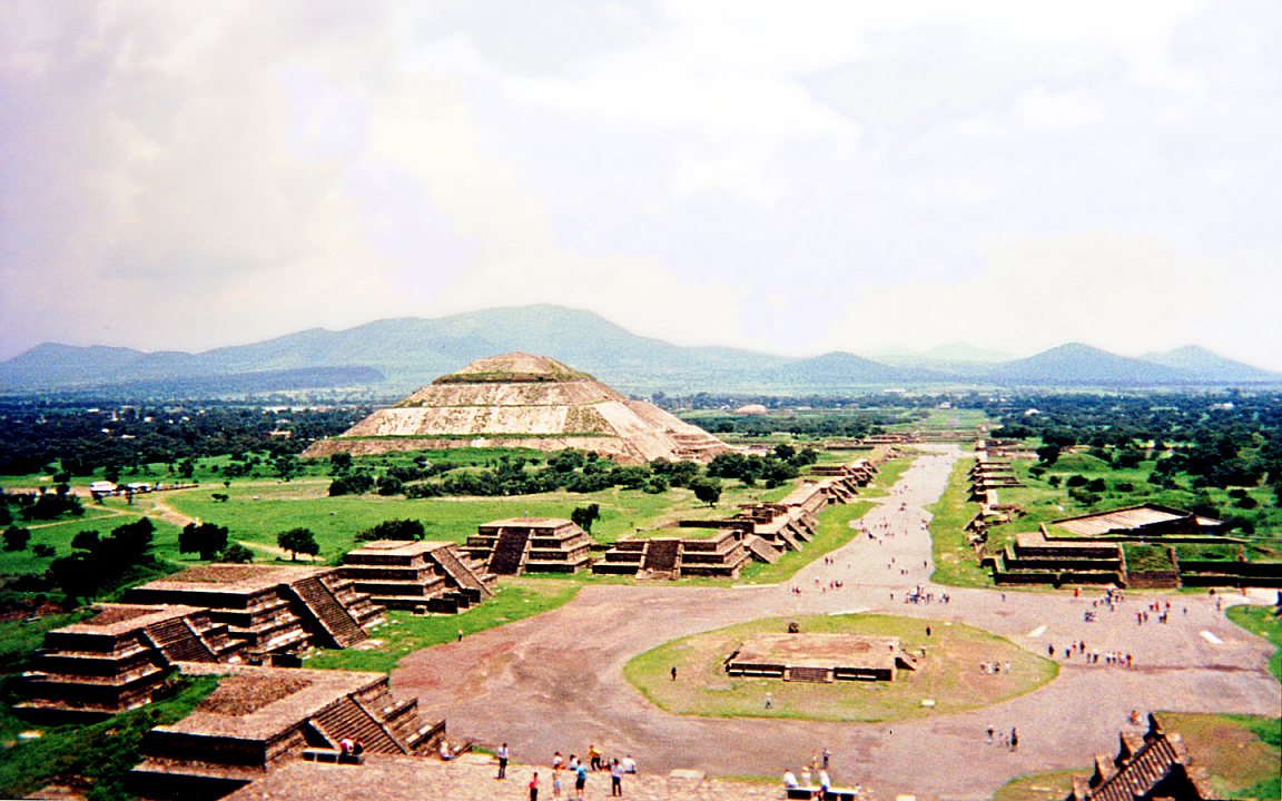 aztec and teotihuacan Aztec teotihuacan, located in the northeastern basin of mexico, was one of 40 to  50 small city states or altepetl (in nhuatl) in the basin at the time of spanish.